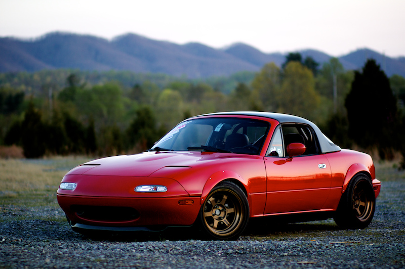 By Rob King (Flickr: Mazda Miata) [CC BY-SA 2.0], via Wikimedia Commons