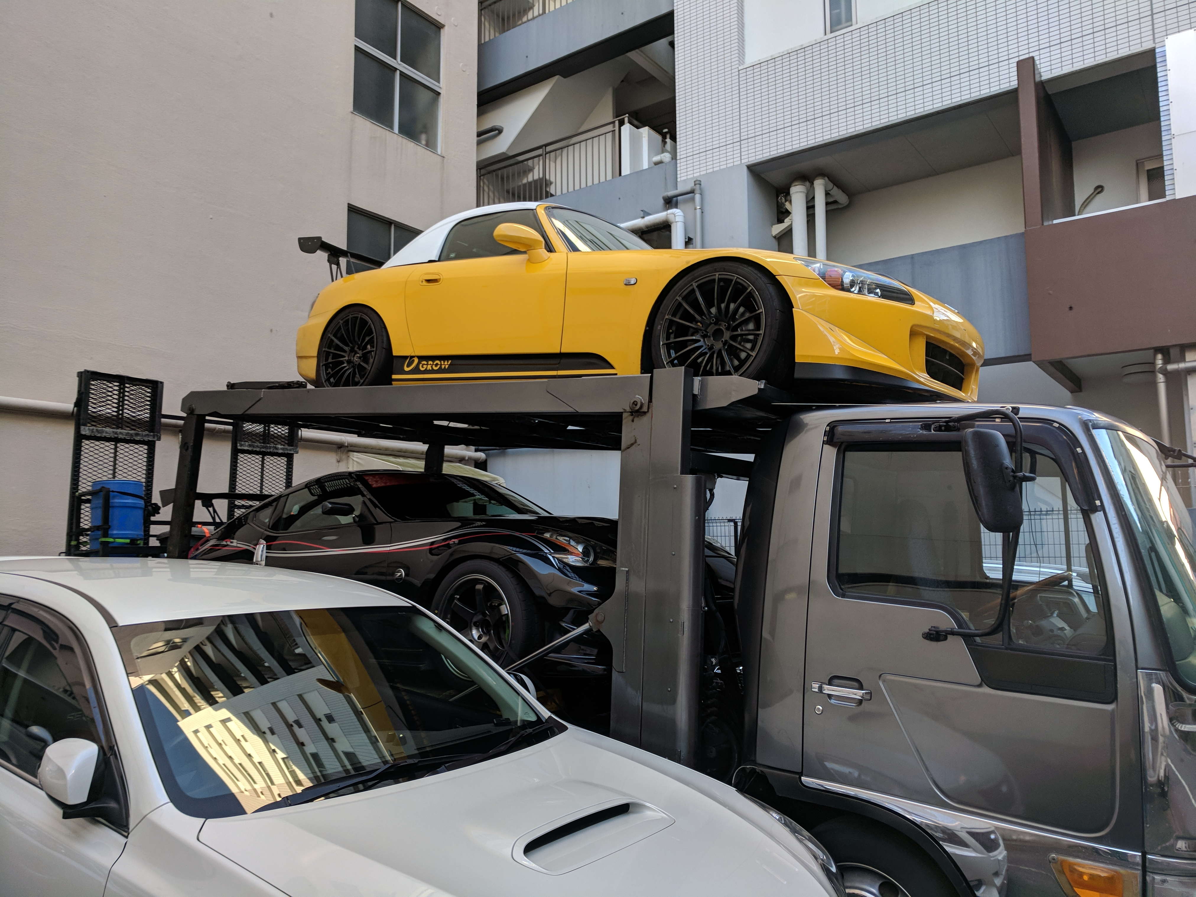 Just a couple blocks from my AirBNB, I stumbled across this trailed sporting both an S2K and Z33, both appeared to be setup for track use