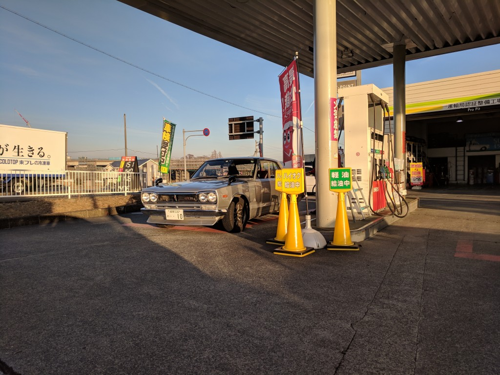 Hakosuka gassing up